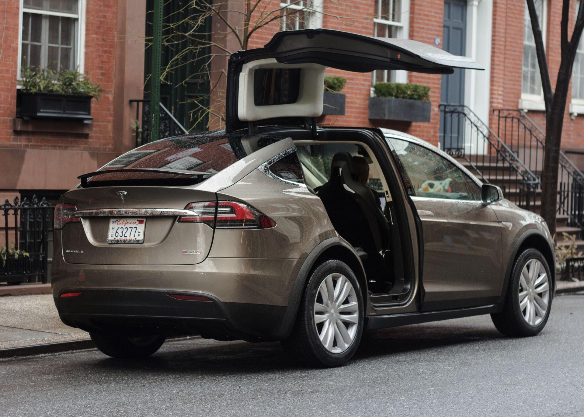 Tesla Model X Türen
