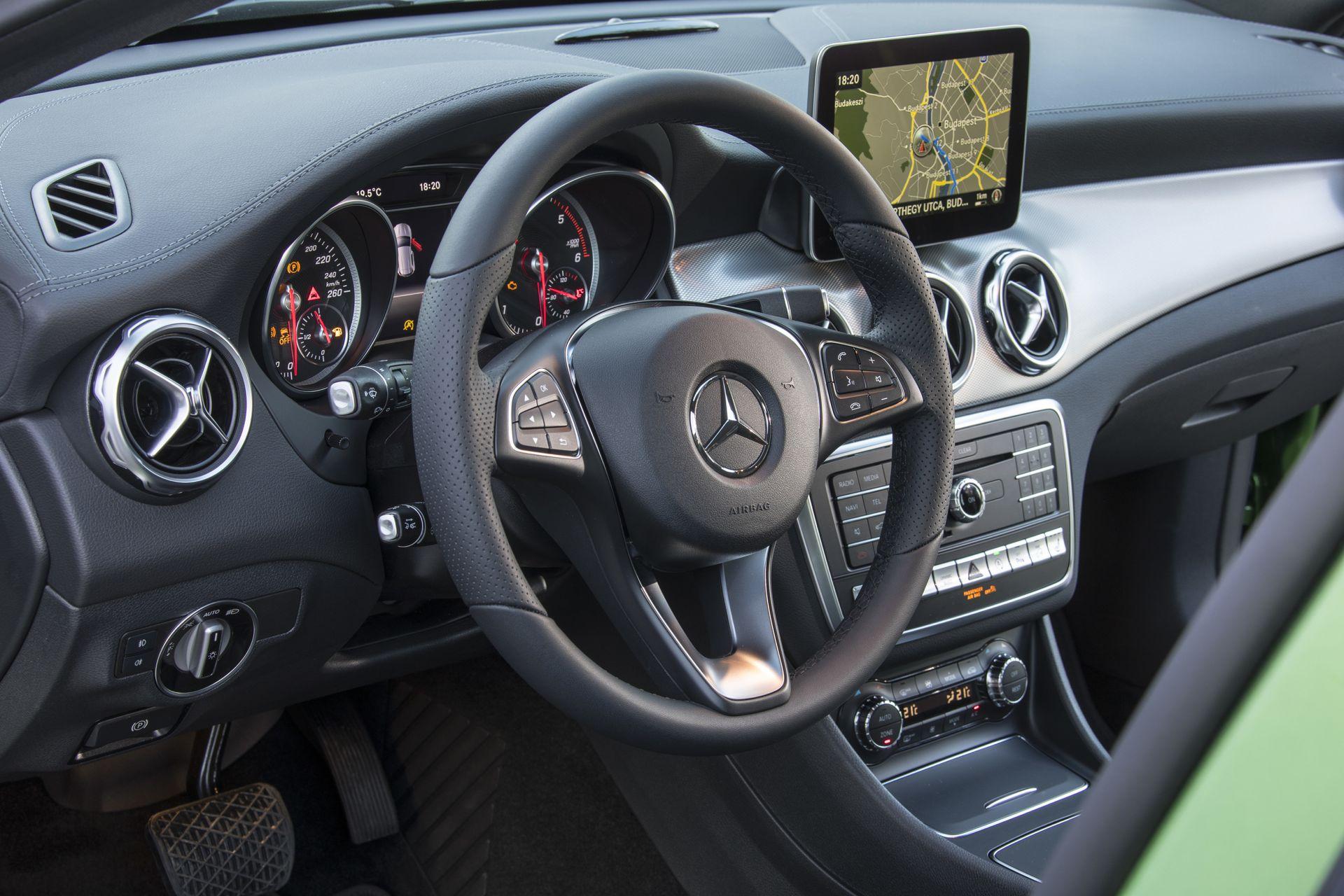Mercedes-Benz GLA Cockpit