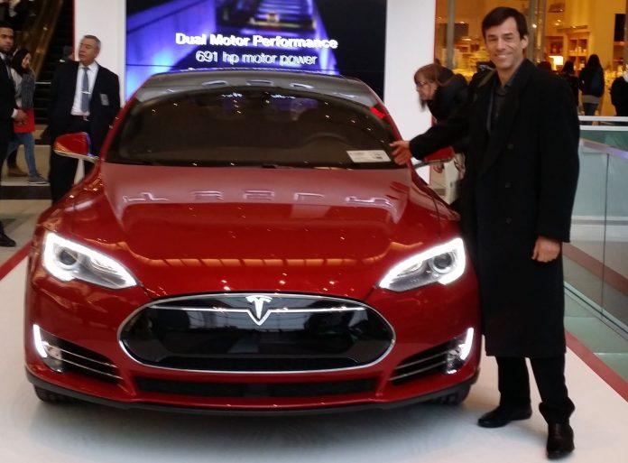 Tesla Model S und Mark Spiegel