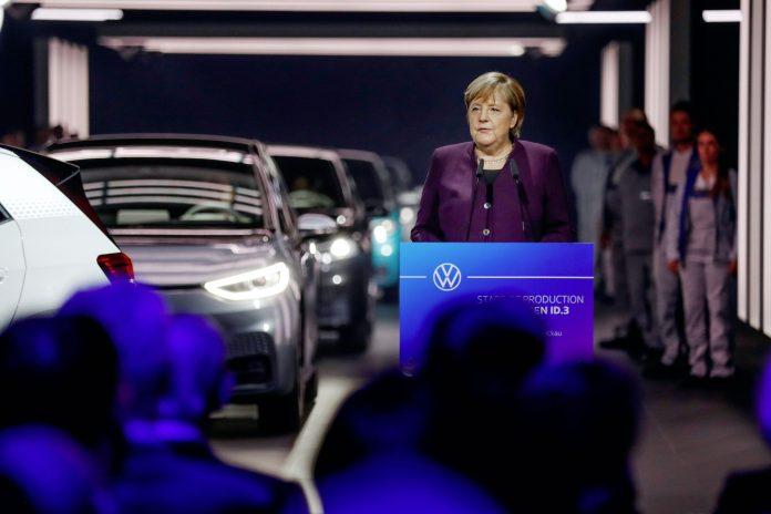 Volkswagen ID.3 und Angela Merkel